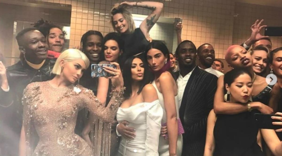 Met Gala celebrity selfie