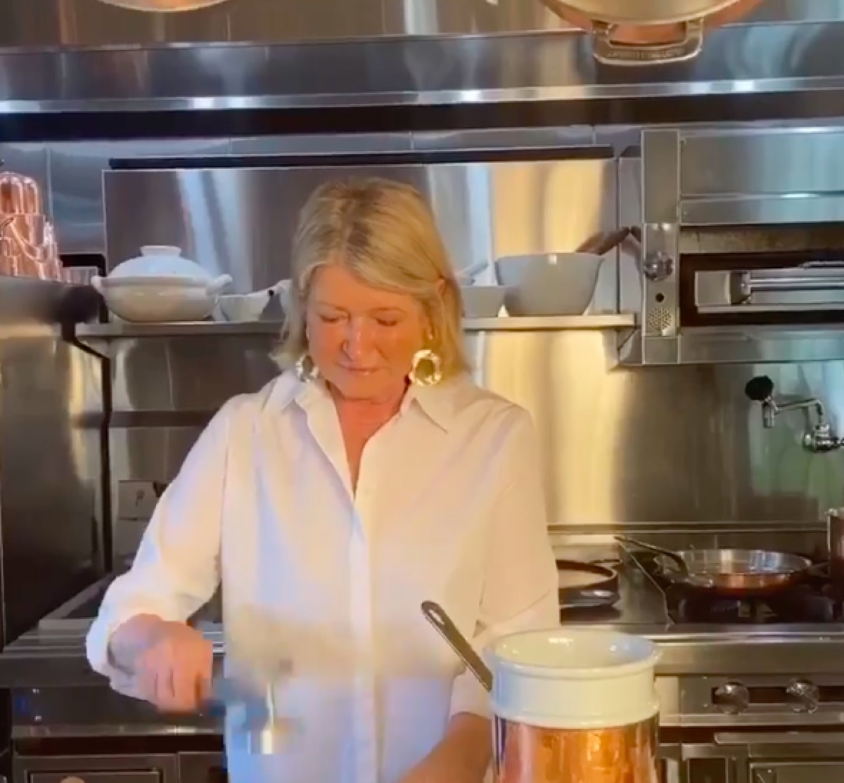 Martha Stewart preparing chicken