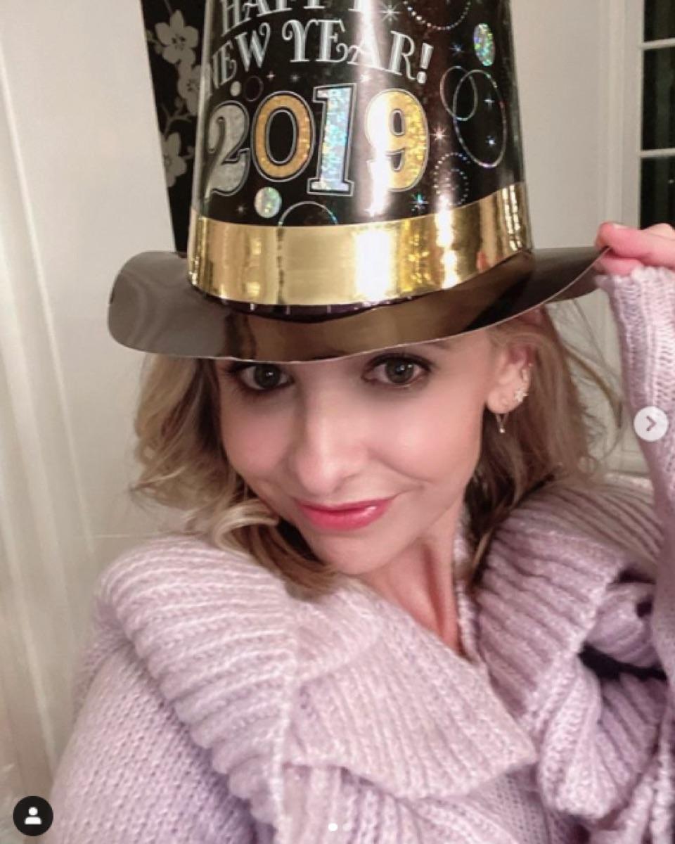 Sarah Michelle Gellar in New Year's Eve hat