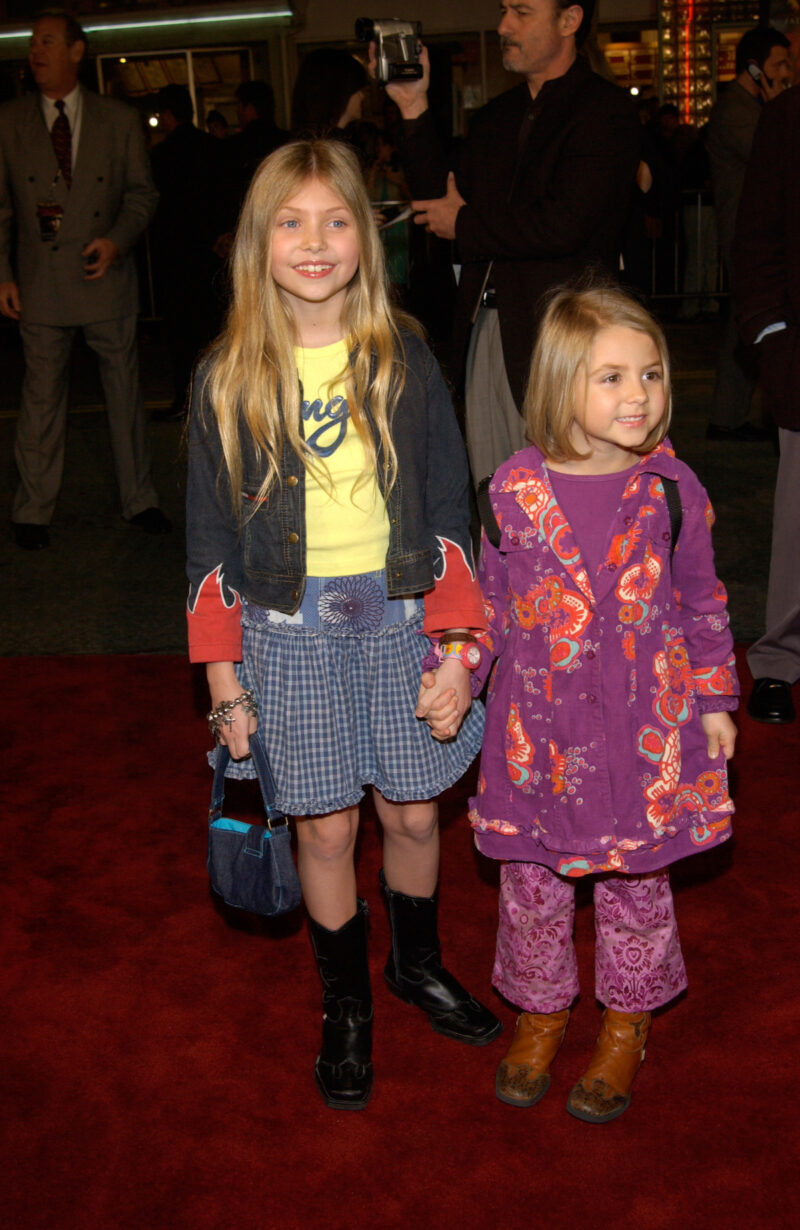 Taylor Momsen with sister at We Were Solidiers premiere