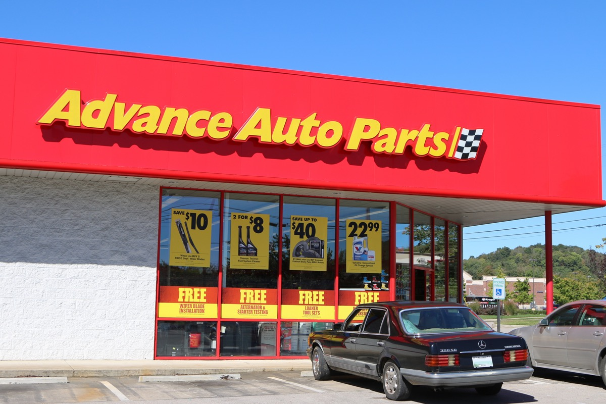 the exterior of an Advance Auto Parts Store in Tennessee