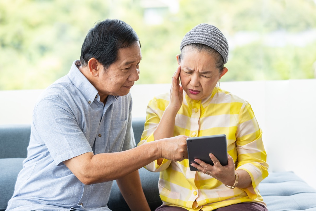 Older woman confused about ipad