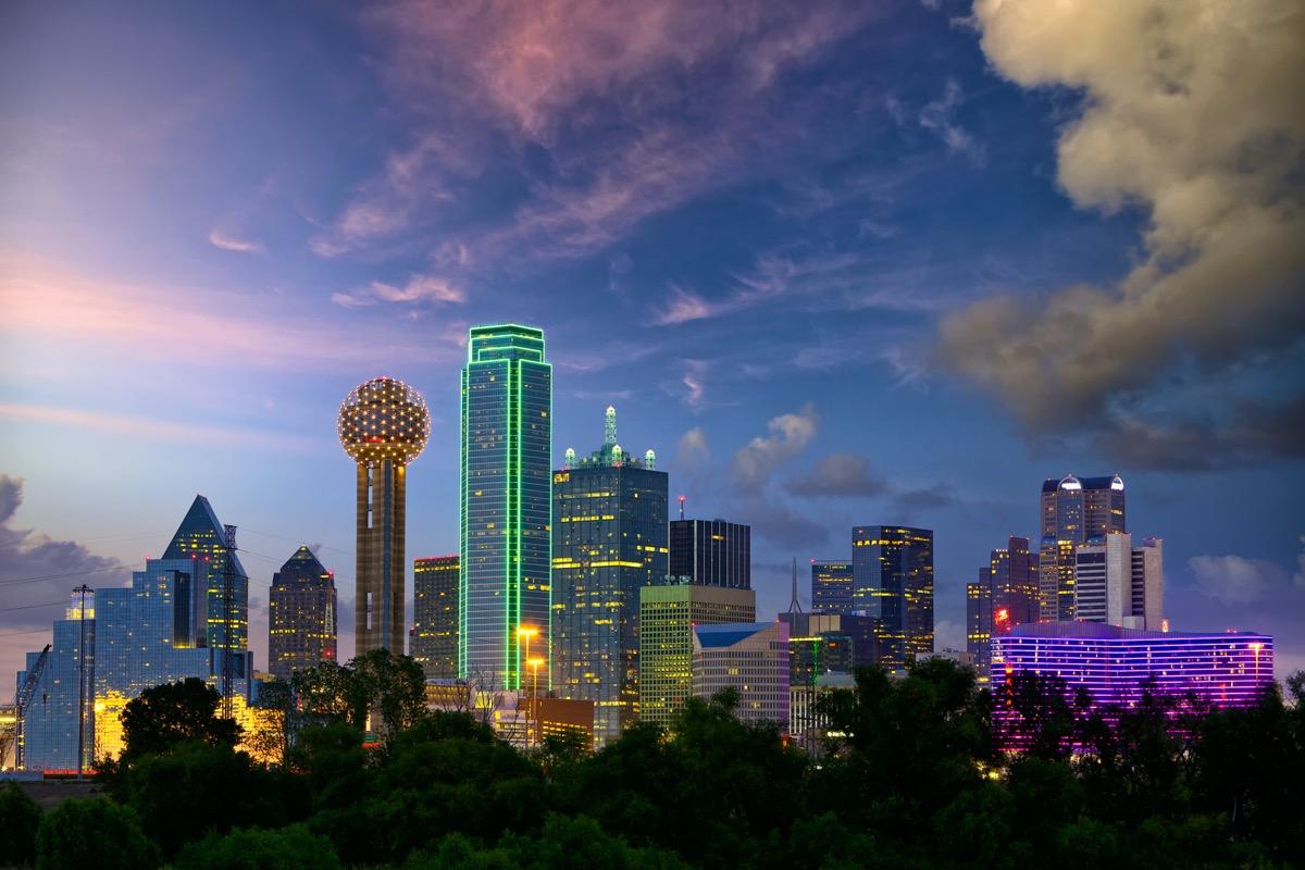 city skyline of Dallas, Texas at dusk