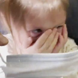 toddler refuses to wear mask, gets kicked off united flight