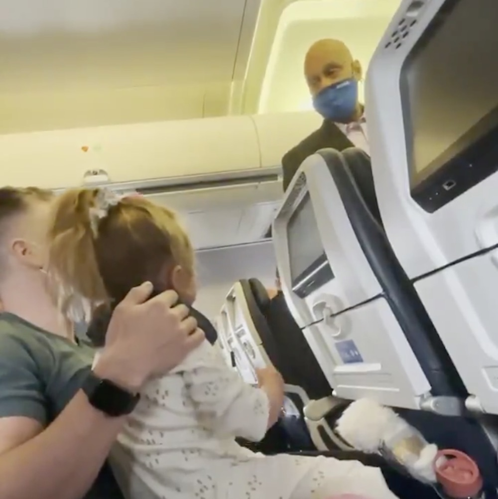 family gets kicked off united flight because their two-year-old won't wear a mask