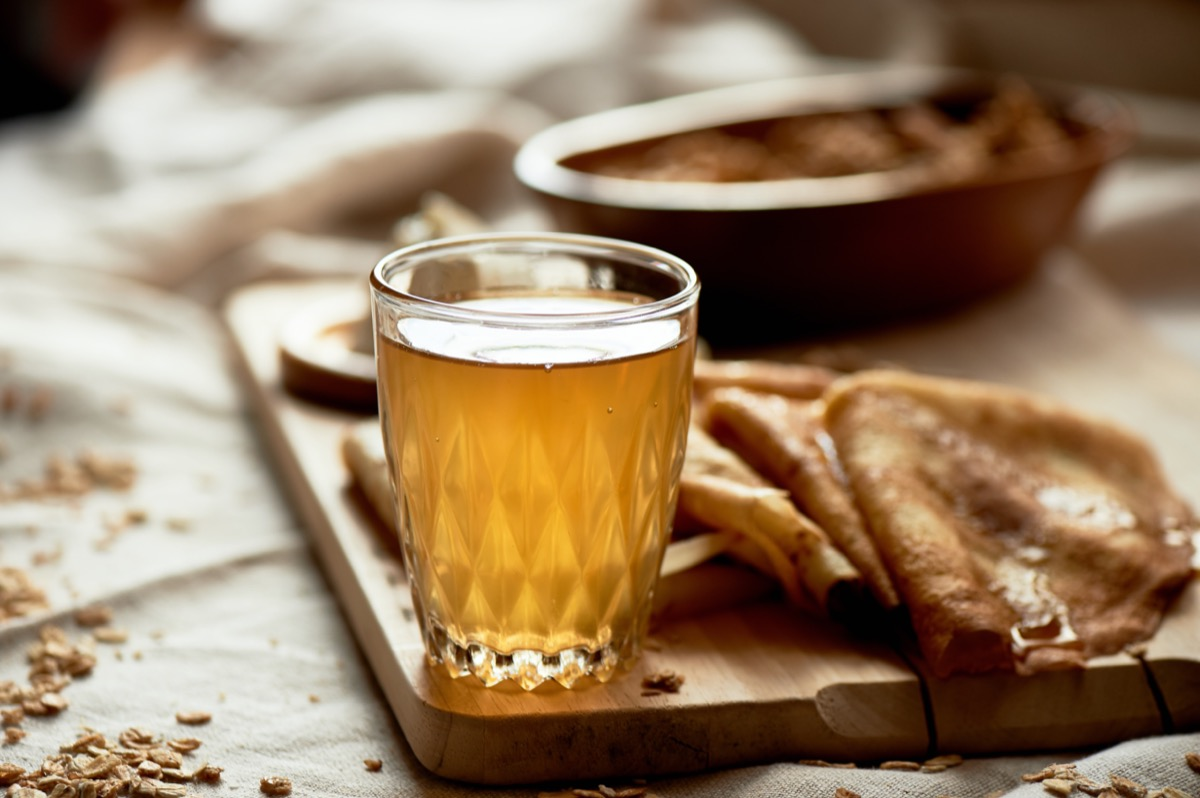 mead in clear glass on wooden board with pancakes