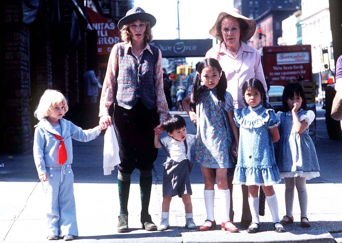 MIA FARROW WITH CHILDREN AND MOM (MAUREEN O'SULLIVAN) in 1976