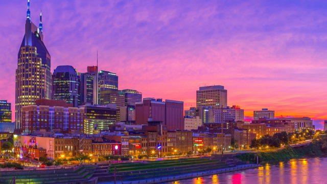cityscape photo of Nashville, Tennessee at dusk
