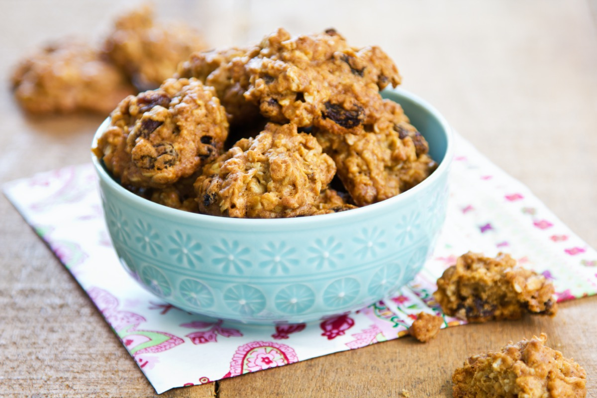 oatmeal raisin cookies in green bowl