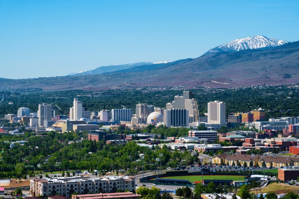 cityscape photo of mountains and skyline in Reno, Nevado