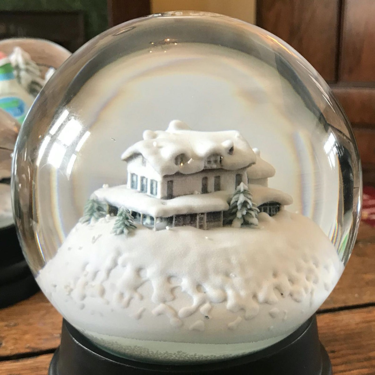 snow globe with white house in it