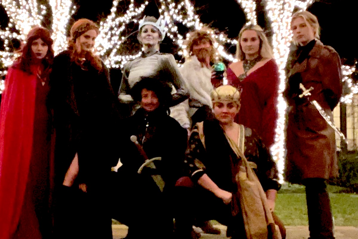 """tim mcgraw, faith hill, and daughters dressed up as """"game of thrones"""""""
