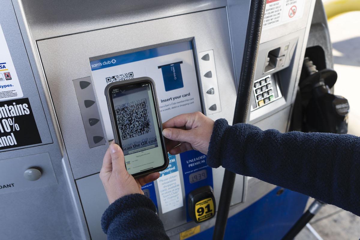 Customer Using Walmart+ Fuel Benefit