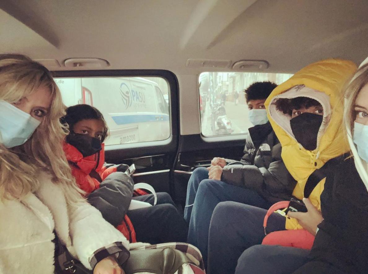 Heidi Klum and kids in van