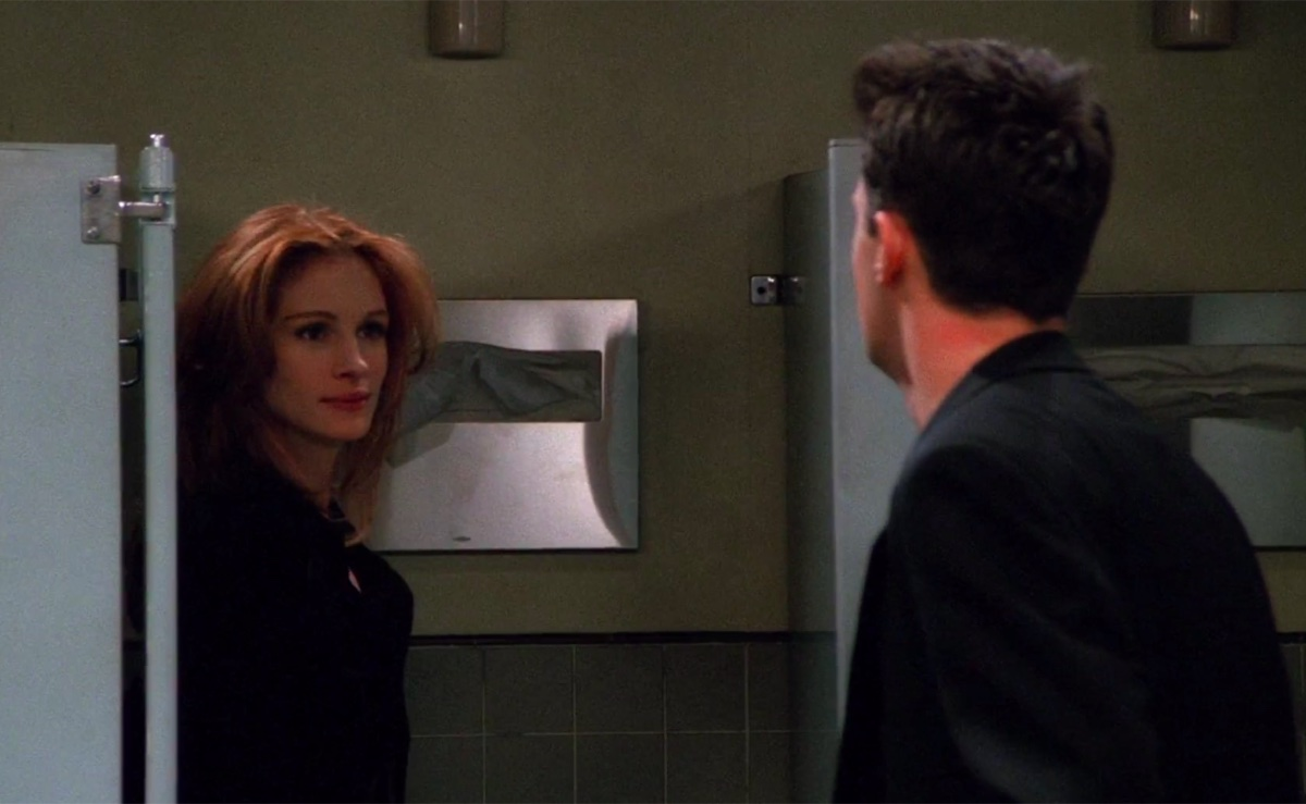 Julia Roberts and Matthew Perry on Friends