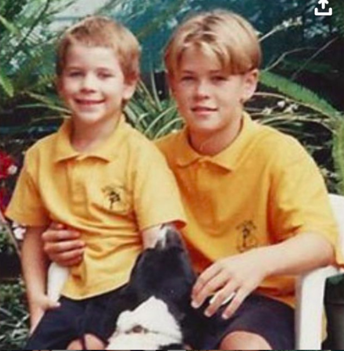Liam and Chris Hemsworth as kids