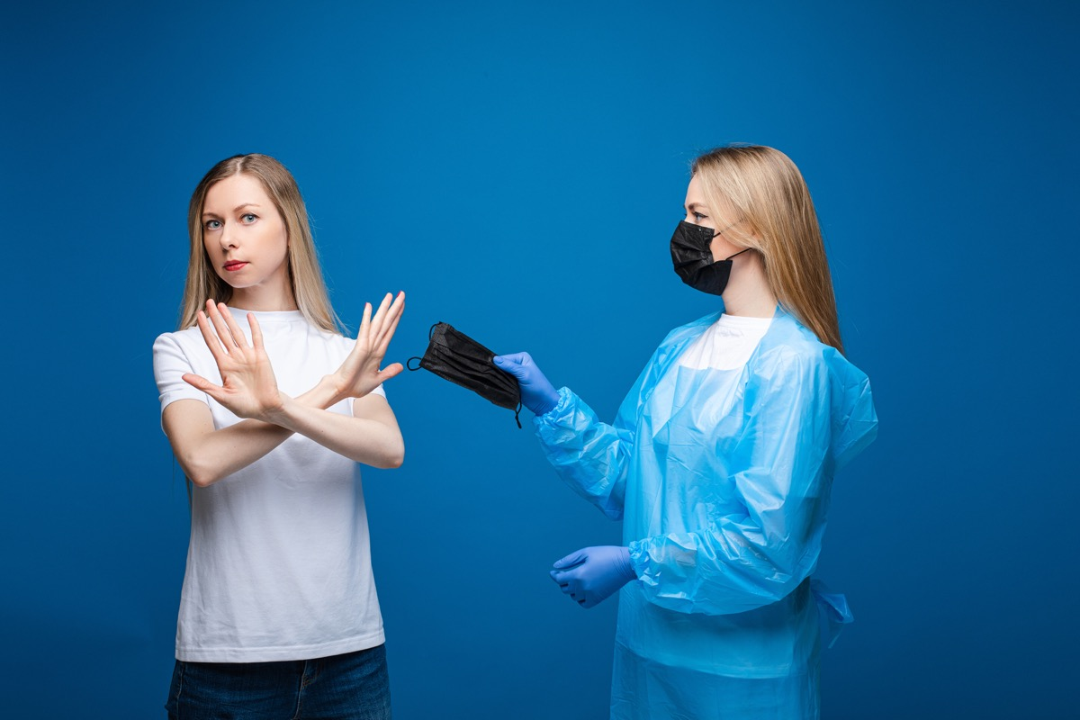 Woman refuses mask from doctor