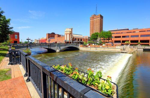 cityscape photo of downtown Aurora, Illinois