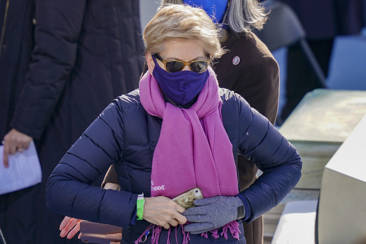 Sen. Elizabeth Warren (D-MA) arrives at the inauguration of U.S. President-elect Joe Biden on the West Front of the U.S. Capitol on January 20, 2021 in Washington, DC