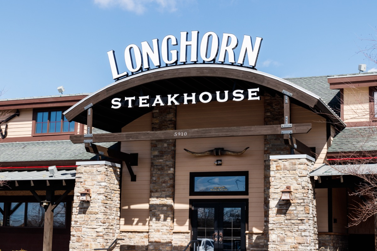 the exterior of a Longhorn, Steakhouse restaurant in Indianapolis, Indiana