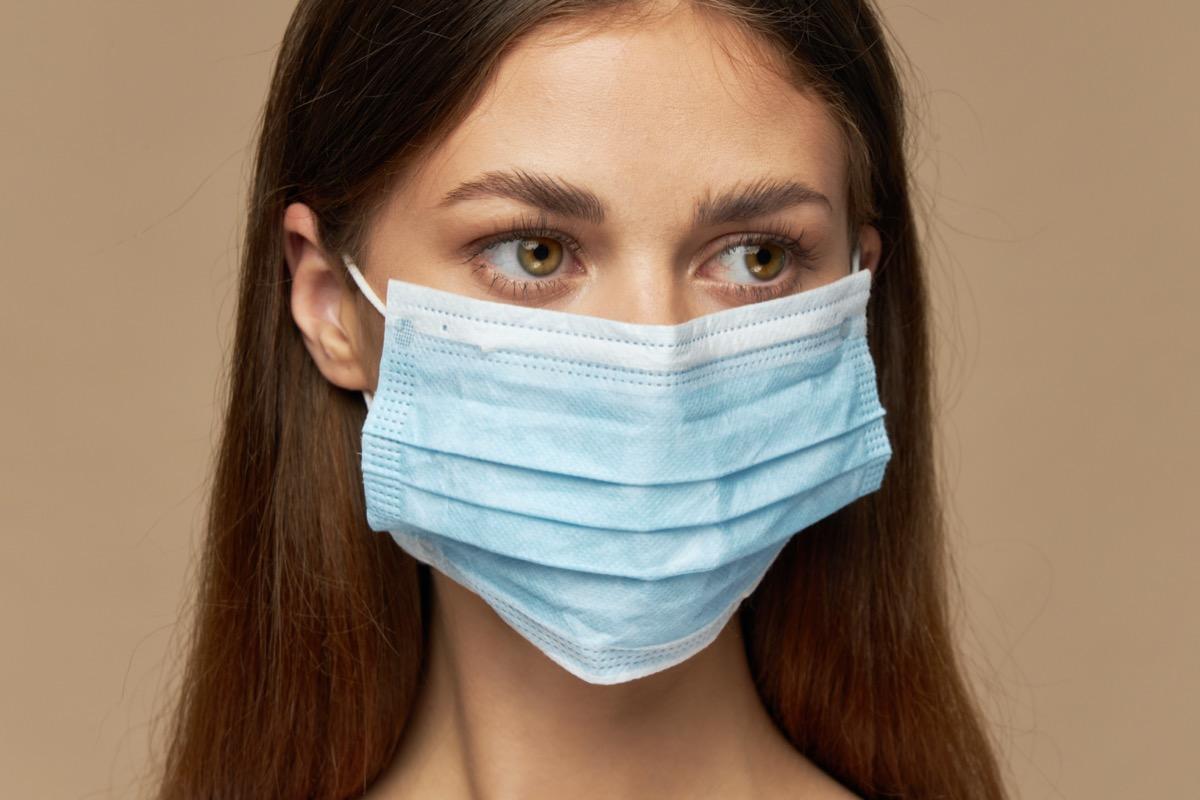woman wearing loose surgical mask