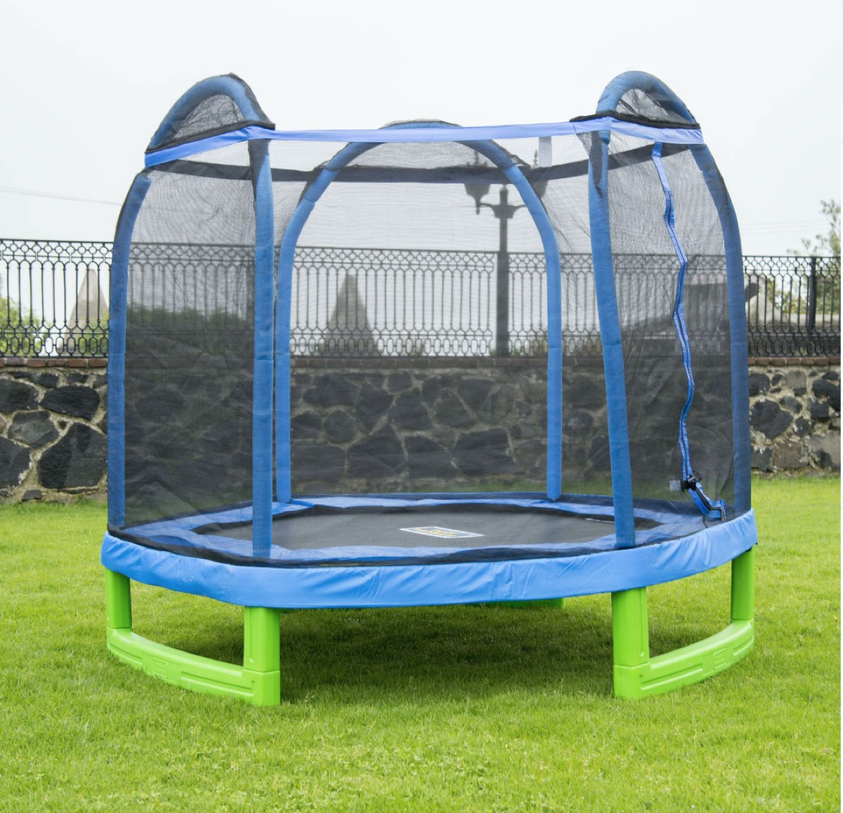 blue and green trampoline in yard