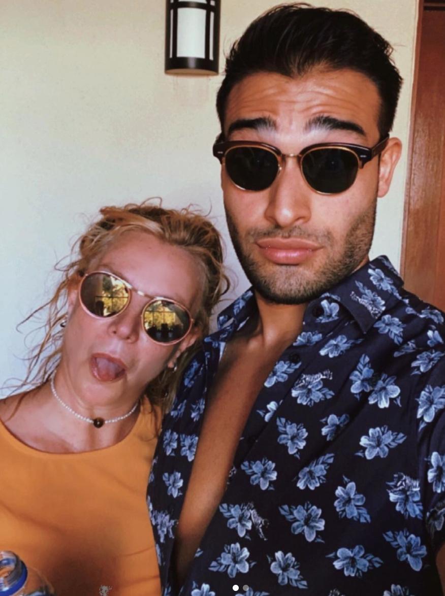 Britney Spearsa and Sam Asghari in a selfie from Instagram
