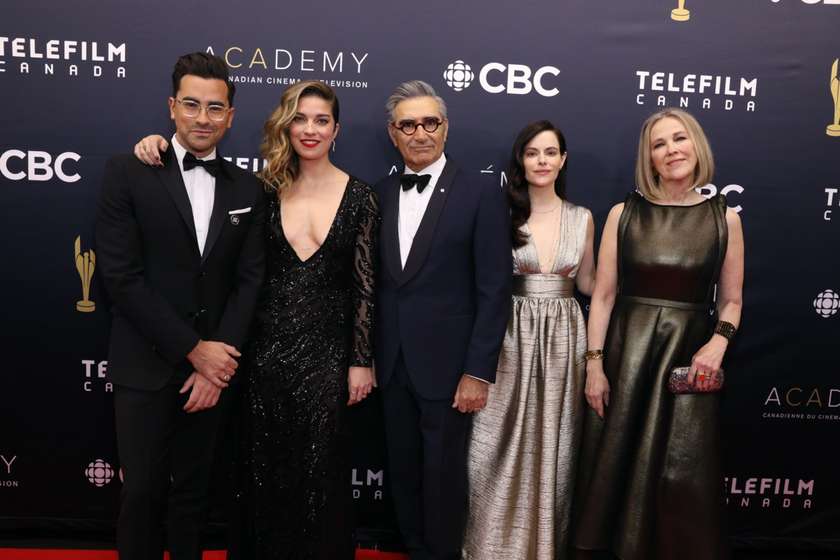 Dan Levy, Annie Murphy, Eugene Levy, Emily Hampshire, and Catherine O'Hara