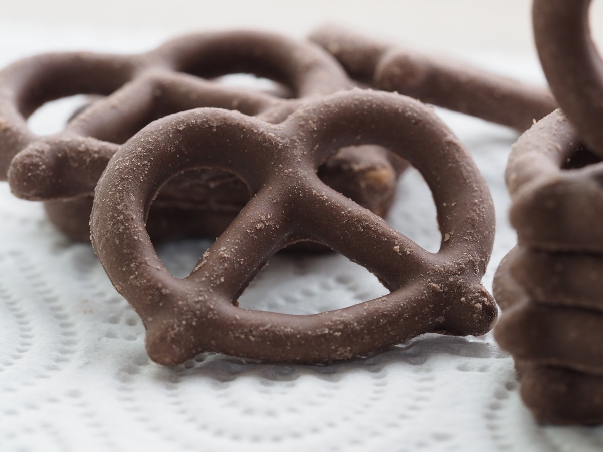 chocolate covered pretzels on paper towel