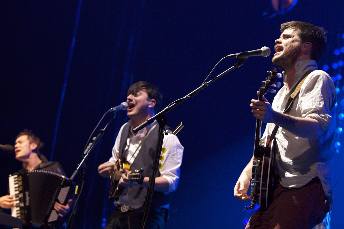 Mumford and Sons performing at the Barclay Center in 2013