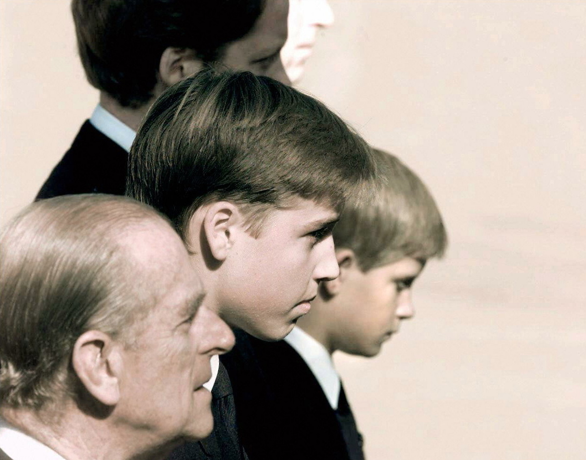 The Royal family's members Prince Philip (L), Prince William (2nd), Prince Harry, Diana's brother and Prince Charles (R/top) walk behind Princess Diana's coffin, in London
