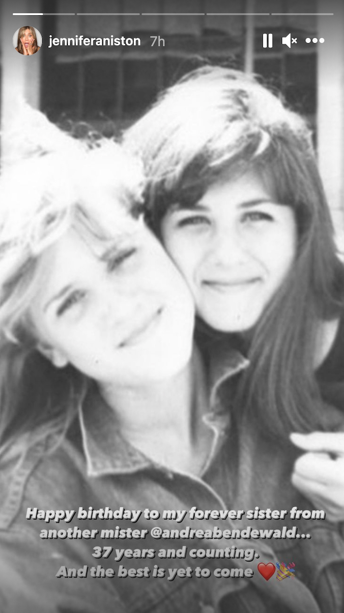 An old photo of Andrea Bendewald and Jennifer Aniston