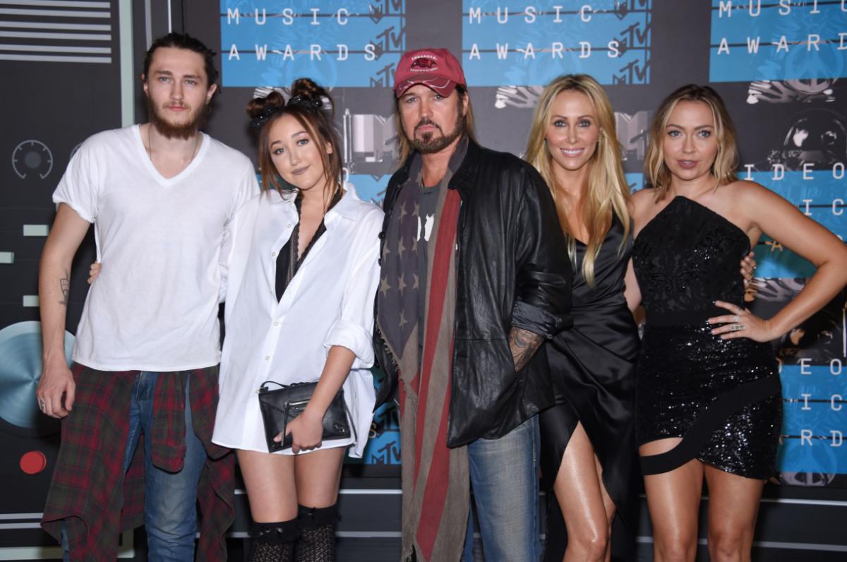 Braison, Noah, Billy Ray, Tish, and Brandi Cyrus at the 2015 MTV Video Music Awards