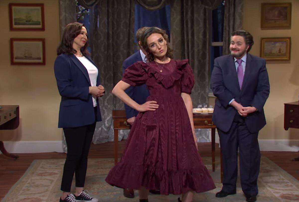 "Chloe Fineman playing Ella Emhoff on ""SNL"""