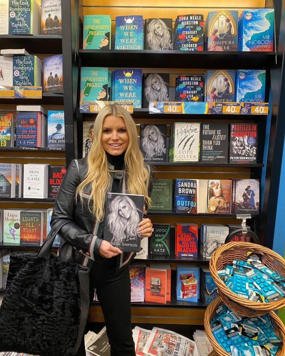 Jessica Simpson posing with her book