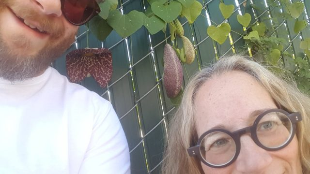 Seth Rogen and his mom Sandy Rogen pose for a selfie against a fence