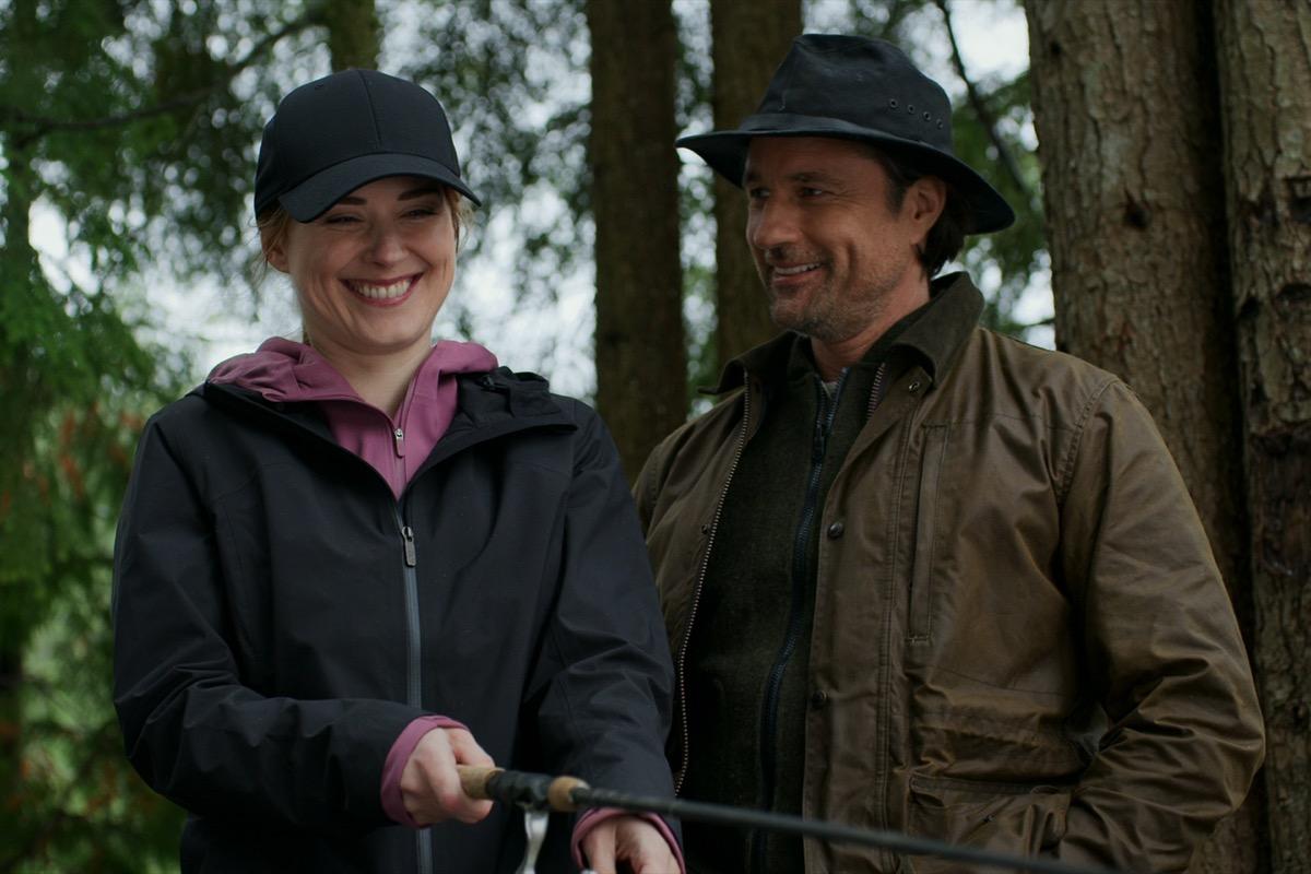 Alexandra Breckinridge and Martin Henderson in Virgin River