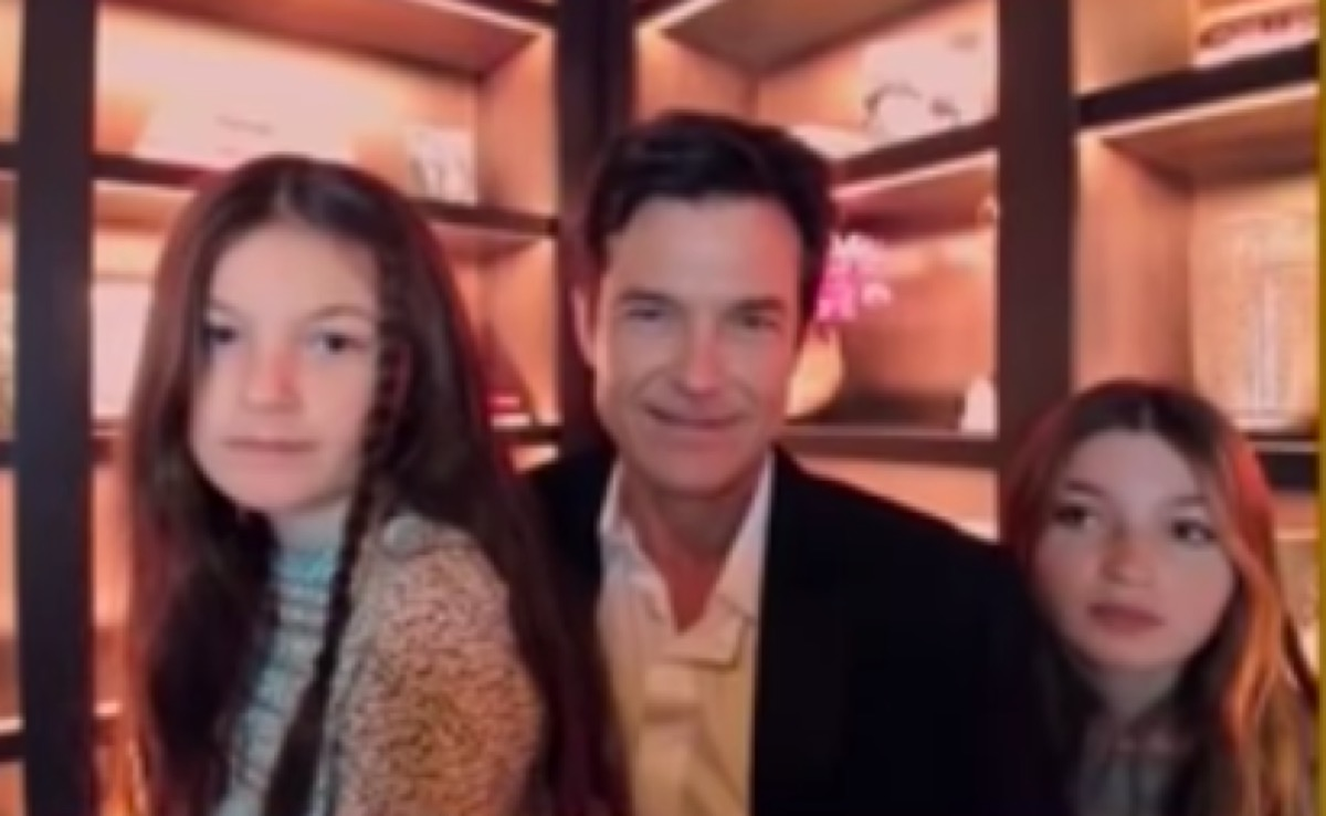 Jason Bateman with his daughters during the Golden Globes