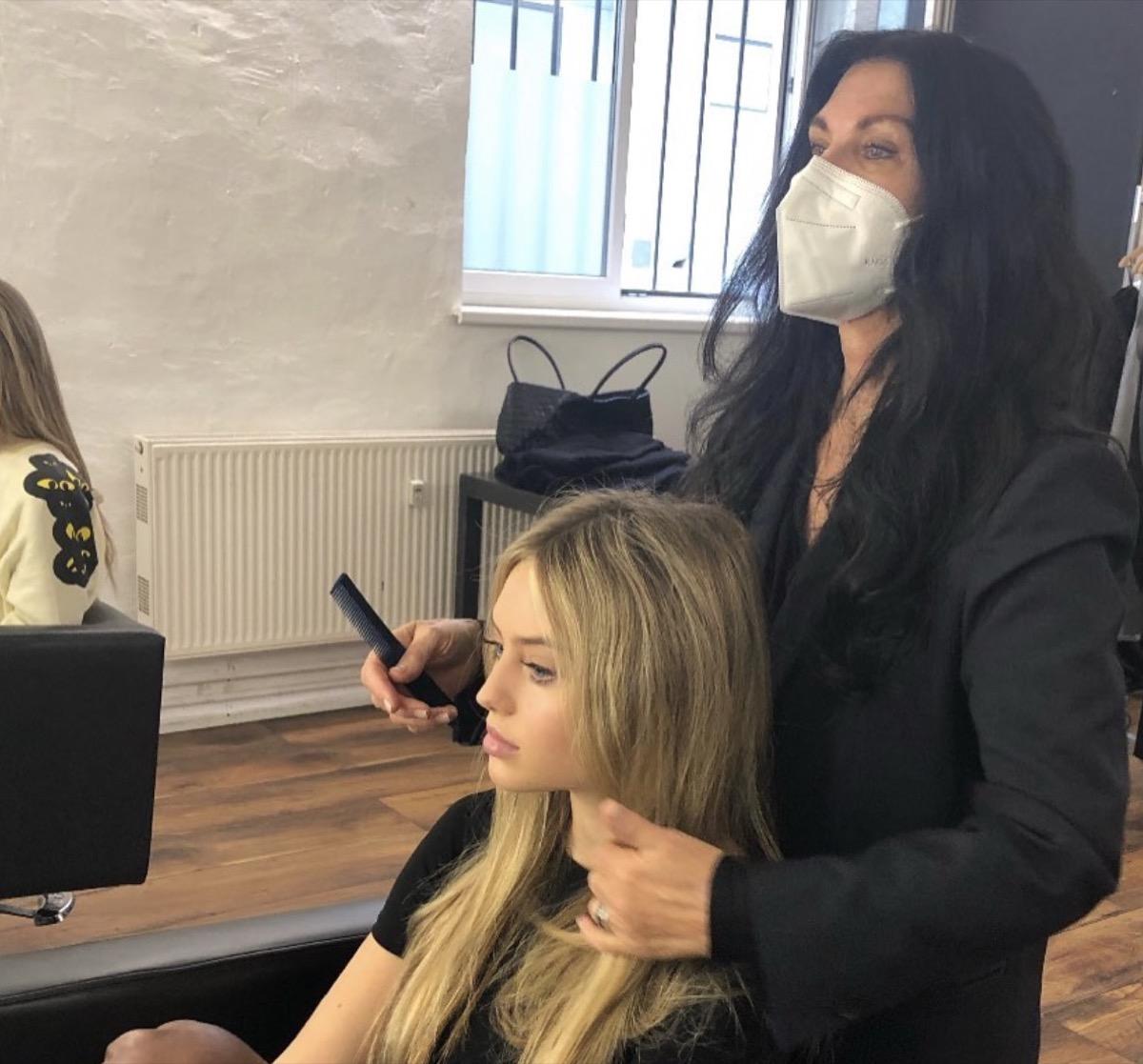 leni klum getting her hair done