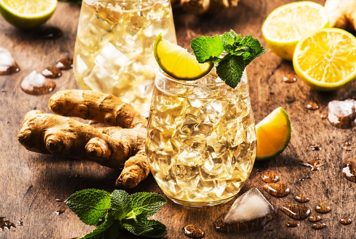 whiskey ginger, alcoholic beverage in glass, ginger and lime