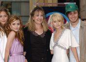 Mary-Kate, Ashley, Elizabeth, Trent, and Jarnette Olsen at Hollywood Walk of Fame in 2004