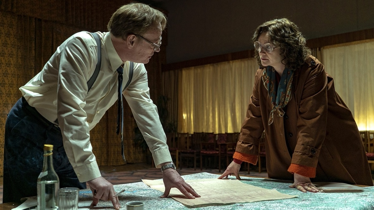 Jared Harris and Emily Watson in Chernobyl