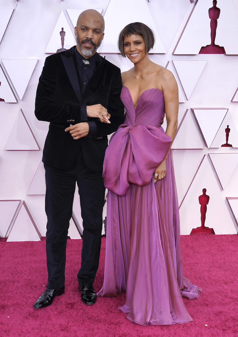 Van Hunt and Halle Berry at the 2021 Oscars