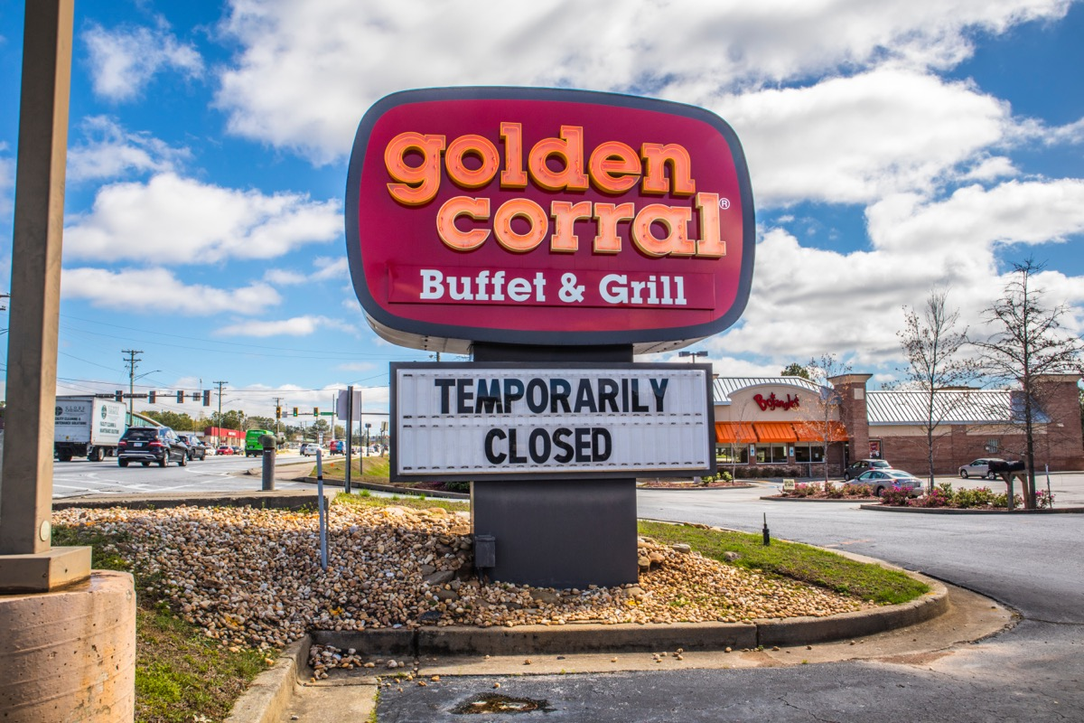 golden corral with temporary closure sign