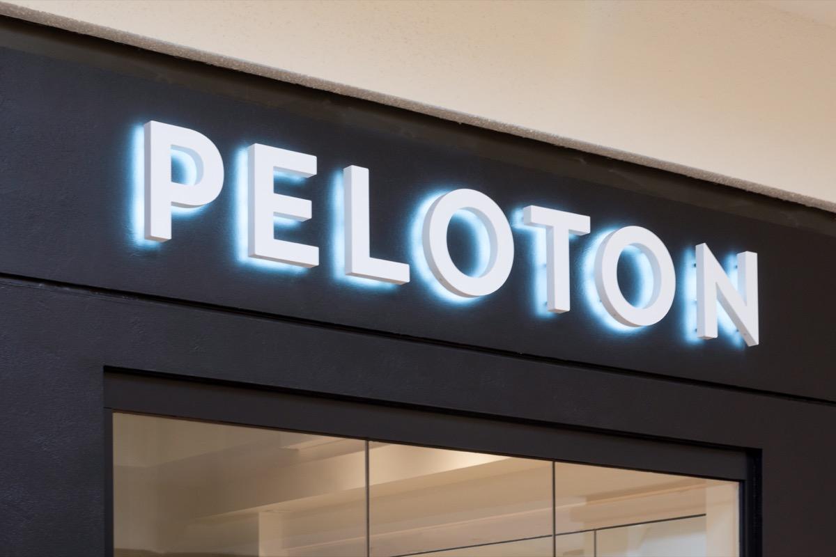 peleton logo, black and white logo
