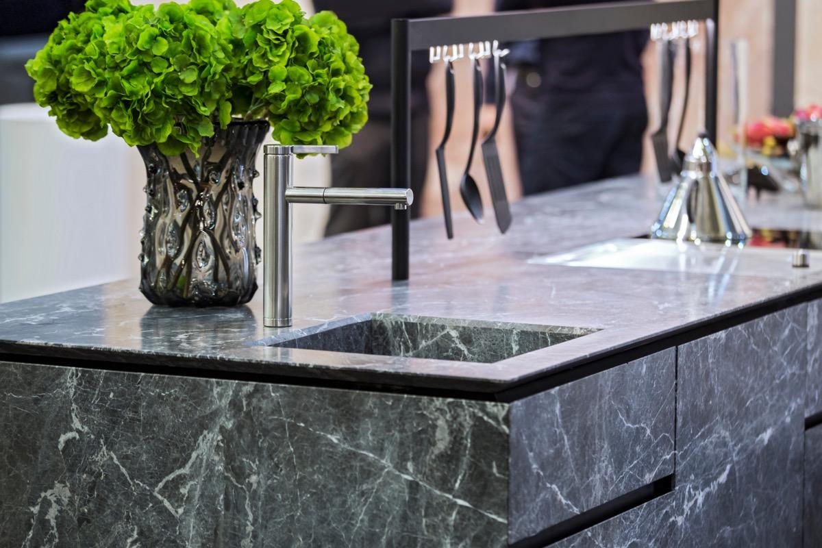 quarts countertop, kitchen counter, dark gray