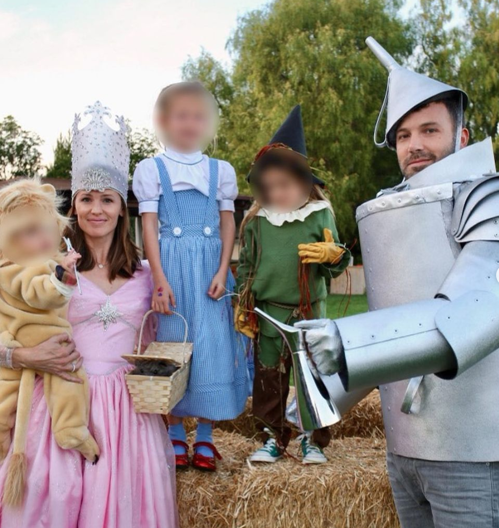 "Jennifer Garner, Ben Affleck, and their children in ""Wizard of Oz"" costumes"