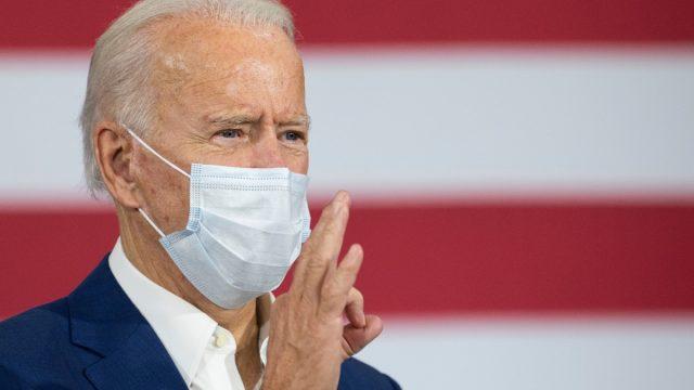 president biden wears a mask indoors