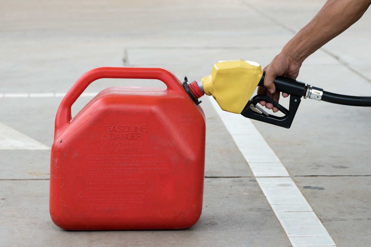 hand filling gas can from pump