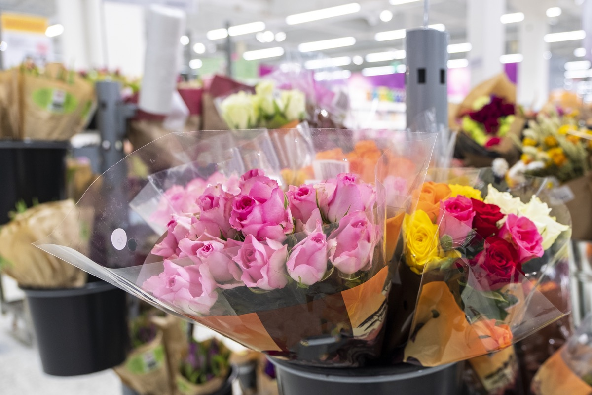 Bouquets of flowers, pink roses. Sale of flowers with a supermarket. Flower department.
